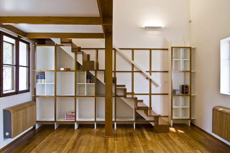 Knihovna nábytek, návrh interiéru se schody