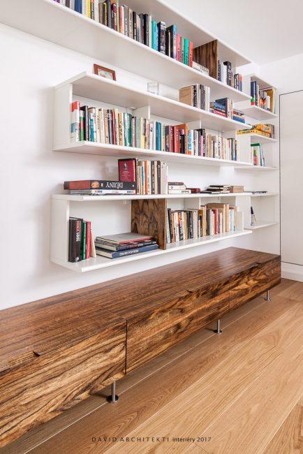 knihovna v obývacím pokoji