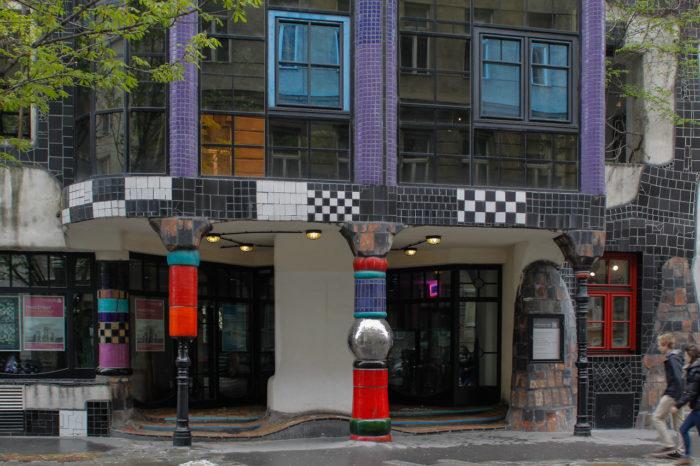 Hundertwasser Haus - vstup do domu