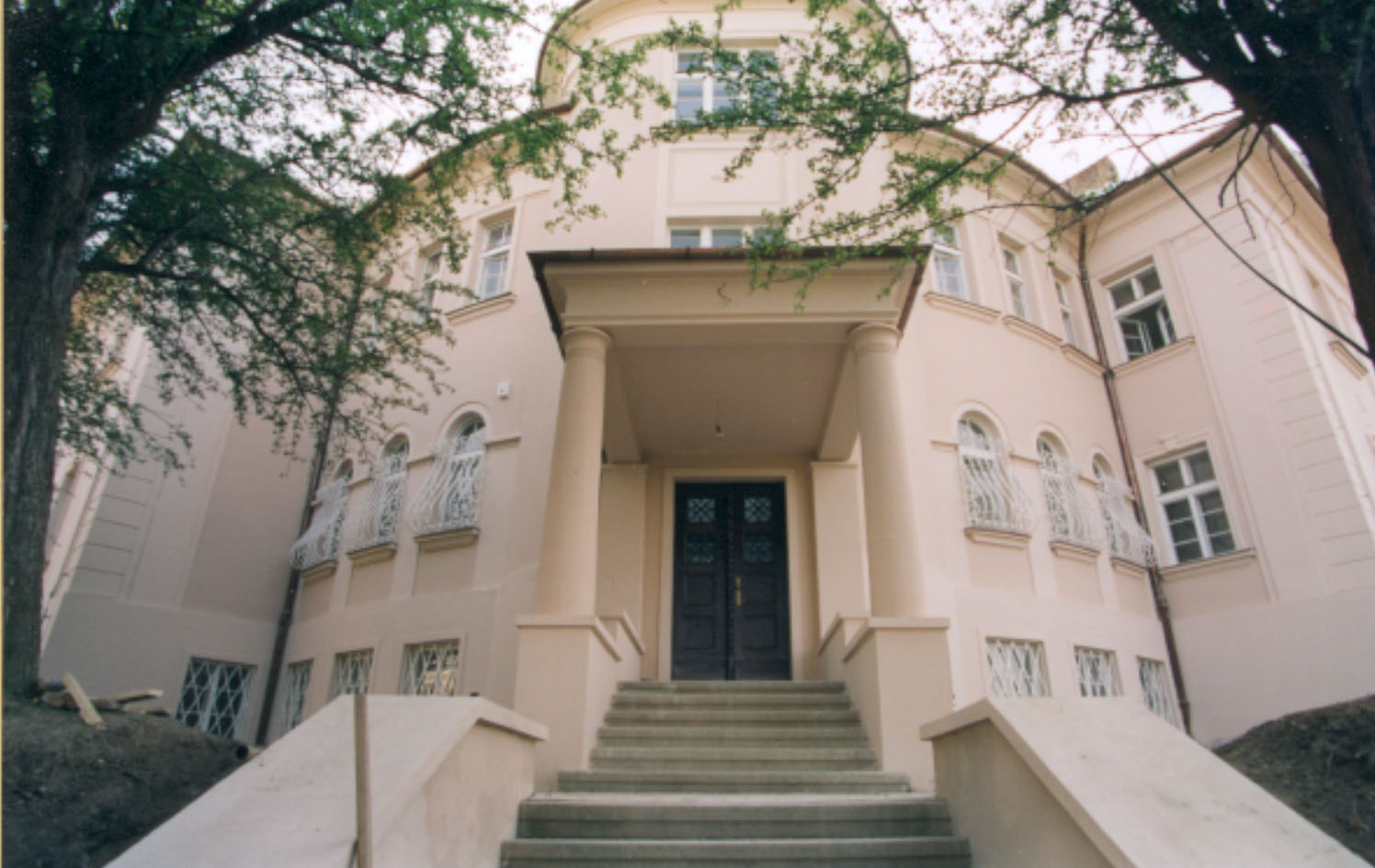Pohled na hlavní vstup do domu